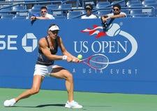 Professionele tennisspeler Andrea Petkovic van de praktijken van Duitsland voor US Open 2013 Royalty-vrije Stock Afbeeldingen