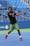 Professionele tennisspeler Gael Monfis van de praktijken van Frankrijk voor US Open 2015 Royalty-vrije Stock Foto