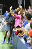 Professionele tennisspeler Nick Kyrgios van Australië die selfie met fan na winst bij US Open 2014 gelijke nemen Stock Fotografie