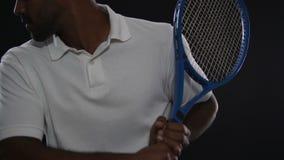 Professionele tennisspeler opleiding vóór Olympische spelen, actieve levensstijl stock videobeelden
