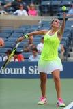Professionele tennisspeler Roberta Vinci van Italië in actie tijdens haar eerste ronde gelijke bij US Open 2016 Royalty-vrije Stock Foto's