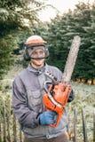 Professionele tuinman met kettingzaag Stock Foto