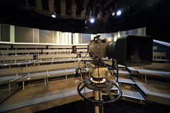 Professionele videocamera in televisiestudio royalty-vrije stock fotografie