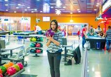 Professionele Vrouwelijke Bowlingspeler stock foto