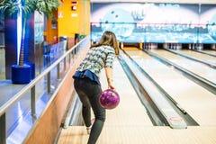 Professionele Vrouwelijke Bowlingspeler stock foto's