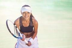 Professionele Vrouwelijke Tennisspeler op Hof Stock Foto