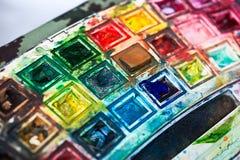 Professionele waterverf aquarell verven in doos met borstels royalty-vrije stock afbeelding