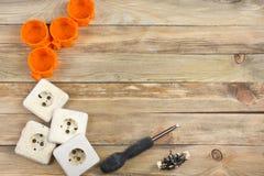 Professionell som reparerar verktyg för den dekorera och byggande renoveringuppsättningen i träbakgrunden, elektriker kopia arkivfoton
