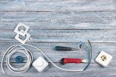 Professionell som reparerar verktyg för den dekorera och byggande renoveringuppsättningen på träbakgrunden, elektriker arkivbilder