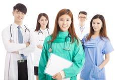 Professionelle Arztteamstellung Stockfotografie