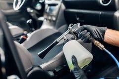Professionelle Trockenreinigung des Autoinnenraums lizenzfreie stockfotos