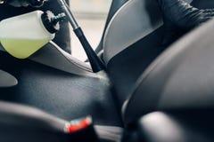 Professionelle Trockenreinigung des Autoinnenraums lizenzfreies stockbild