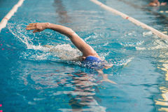 Professionellerschwimmerschwimmen Lizenzfreie Stockfotos