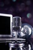 Professionelles silbernes Mikrofon Stockbilder