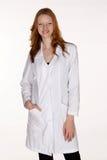Professionista medico con la mano in casella del cappotto del laboratorio Fotografia Stock Libera da Diritti