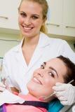 Professionnel dentaire photographie stock libre de droits