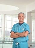 Professionnel médical âgé moyen avec le stéthoscope Photos libres de droits