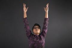 Professor afro-americano ou estudante da mulher que alcançam para o céu Foto de Stock