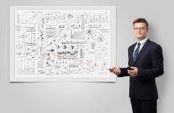 Professor auf whiteboard unterrichtender Wirtschaft lizenzfreies stockbild