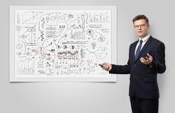 Professor auf whiteboard unterrichtender Wirtschaft stockfoto