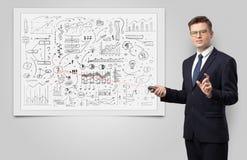 Professor auf whiteboard unterrichtender Wirtschaft lizenzfreies stockfoto