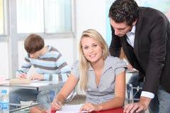 Professor com estudantes Imagens de Stock Royalty Free