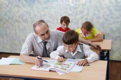 Professor e crianças Foto de Stock Royalty Free
