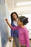 Professor e estudante no quadro-negro Foto de Stock