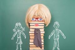 Professor fêmea com seus estudantes, uma menina e um menino Imagens de Stock