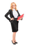 Professor fêmea de sorriso que guardara um caderno Imagens de Stock