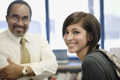 Professor With Female Student na biblioteca imagens de stock
