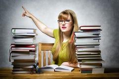 Professor fêmea que aponta para trás Foto de Stock