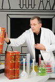 Professor im Labor Stockbild