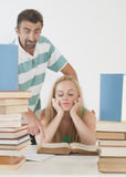 Professor que ajuda o estudante adolescente um em um. Fotografia de Stock Royalty Free