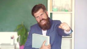 Professor que prepara-se para exames da universidade o Educa??o e aprendizagem filme
