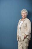 Professor superior relaxado ou mulher de negócios Imagens de Stock Royalty Free