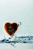 profeta del ` de Mohamed del ` del chapoteo del agua del símbolo del Islam con las burbujas del aire, en el fondo blanco imagen de archivo