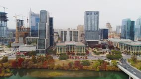 Profiel luchtmening van Austin-horizon op donkere dag stock footage