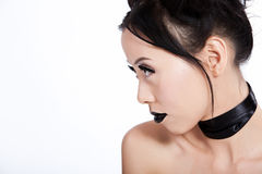 Profiel van Aziatisch wijfje met creatieve zwarte make-up Stock Foto