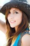 Profiel van mooi glimlachend meisje stock fotografie