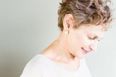 Profiel van oudere vrouw Stock Afbeeldingen
