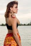 Profiel van vrouw in het strand royalty-vrije stock afbeeldingen