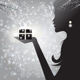 Profielsilhouet van een vrouw die een gift houden Royalty-vrije Stock Foto