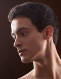 Profil av den stiliga unga mannen Royaltyfri Bild