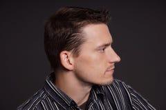 Profil av den unga mannen royaltyfria foton