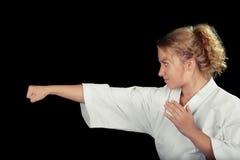 Profil av en bärande kimono för ung karatekvinna i krigs- Art Pose Royaltyfri Fotografi