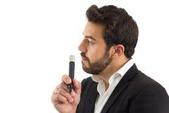 Profil av mannen som rymmer en permanent markör den skäggiga personen bär Arkivfoton