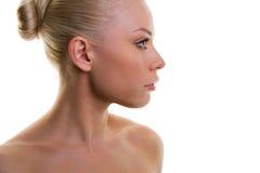 Profil d'une belle femme avec une peau fraîche image libre de droits