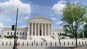 Profil, das Perspektive außerhalb des Obersten Gerichts fährt stock footage