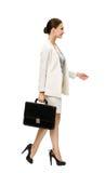 Profil de femme d'affaires de marche avec la valise Photographie stock libre de droits